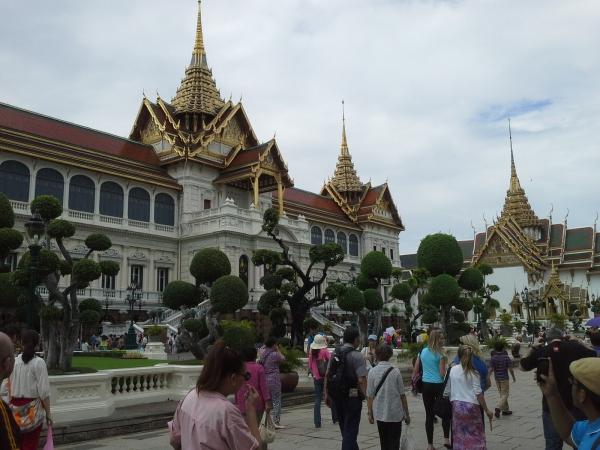 Maha Prasat Palace yang miniaturnya di Muang Baron kemaren...